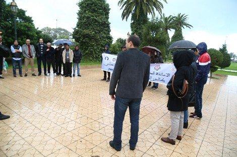 Photo of أساتذة خارج الإطار يحتجون أمام مقر وزارة التربية